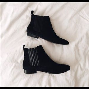 Report signature black Chelsea boots